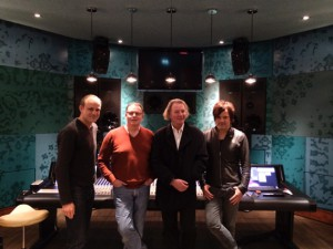 In den Wisseloord Studios (v.l.n.r.:) Markus Schäfer (Gesamtproduktion), Ronald Prent (Mix), Terry Rudat (Bildregie), Peter Keller (Audioregie)